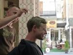 und Kopfmassage! Toller Service für 10 Euro :)