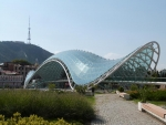 das neue Warhrzeichen von Tbilisi - Peace bridge