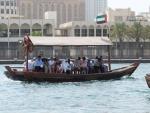 Abra, mit diesen Booten kommt man fuer 20 cent ueber den Creek (Gewaesser das Dubai teilt)