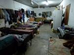 hier wohnen 14 Arbeiter aus Bangladesch und ein Inder